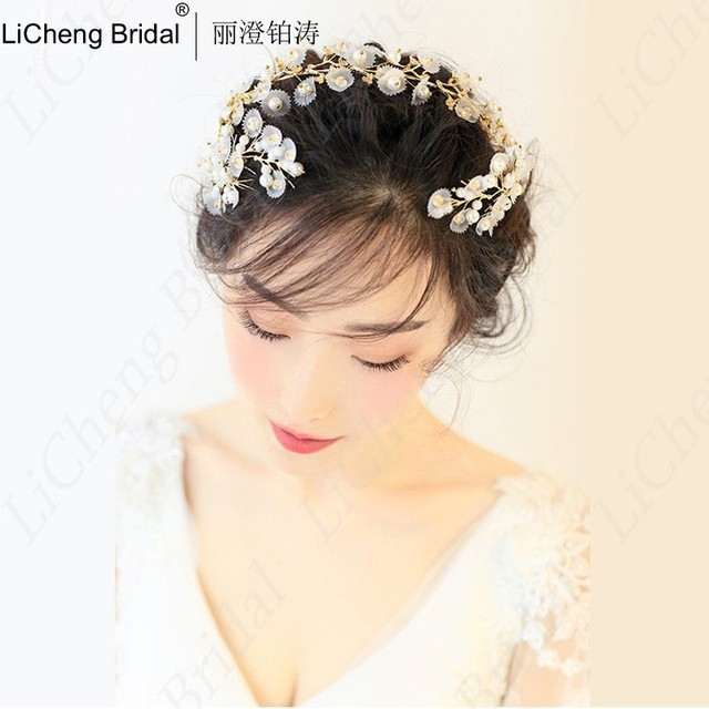 Newest Design Beautiful pearls silk yarn flower hairpiece with handmade gold bride hoop for marrige 2017