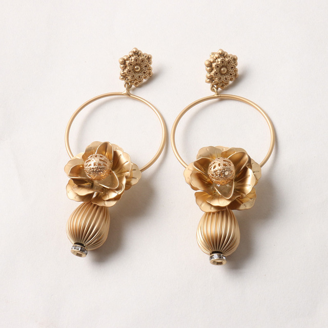 Europe And The United States Exaggerated Ms Asian Gold Earrings Hollow Flowers Retro Fashion Temperament
