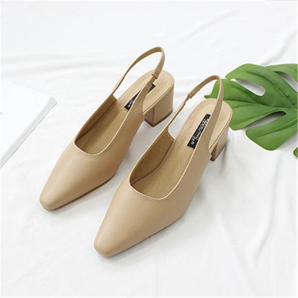 European style 2018 autumn new Korean version pointed shallow  brown pure color  thick heel shoes and temperament womens shoes.European style 2018 autumn new Korean version pointed shallow  brown pure color  thick heel shoes and temperament womens shoes.