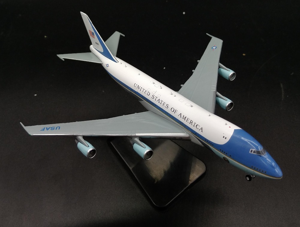 GJ400 1: 400 US Air Force One Boeing 747-200 aircraft model Presidential plane Favorite alloy aircraft model presidential nominee will address a gathering