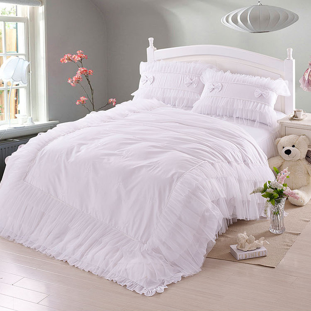 Luxury white lace falbala ruffle bedding set queen size for Luxury hotel 660 collection bed skirt