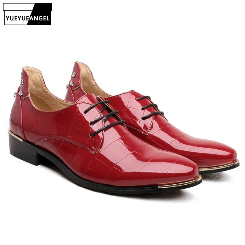 Spomladi sijoče Pu usnjene obleke Formal čevlji moške Pointy Toe Patent usnjeno poslovno poročno obutev moški Oxfords čevlji rdeče modra