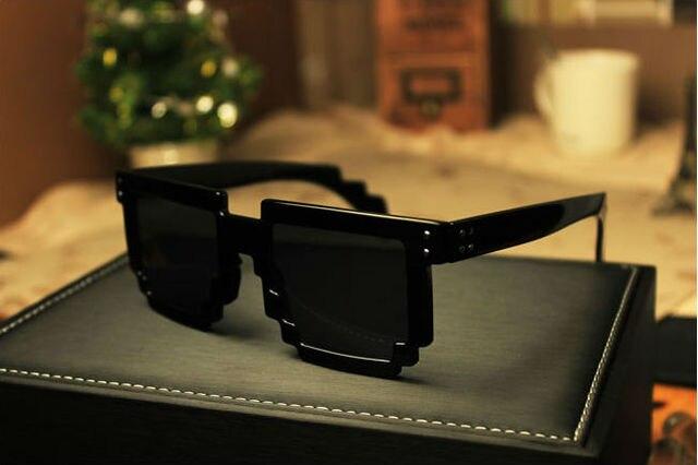 Retro novidade Nerd Geek Gamer coloridos centímetros 2-Tone óculos Mosaic óculos de sol anti uva ( TYJ-019 )