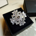 Derongems_Fine Jewelry_Luxury White Stones Flower Brand Brooches_18K Gold Plated White Party Brooches_Factory Directly Sales