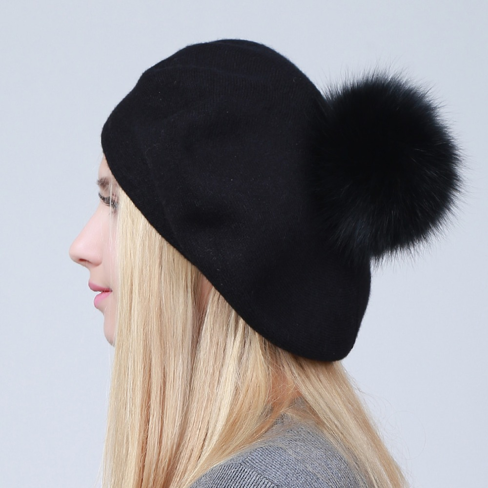 Geebro mujeres boinas sombrero de invierno de punto boinas de lana Natural de  piel de mapache pompón señoras Color sólido boina sombreros GS109 en Boinas  de ... c69d049a4a5