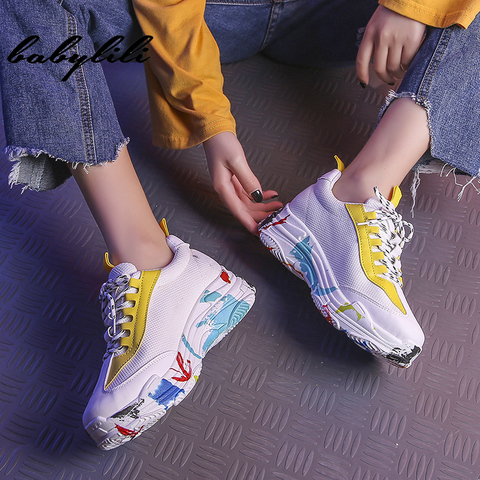 2019 Fashion White Sneakers for Women Breathable Graffiti Platform Sneakers Luxury Shoes Women Designers Womens Vulcanize Shoes Islamabad
