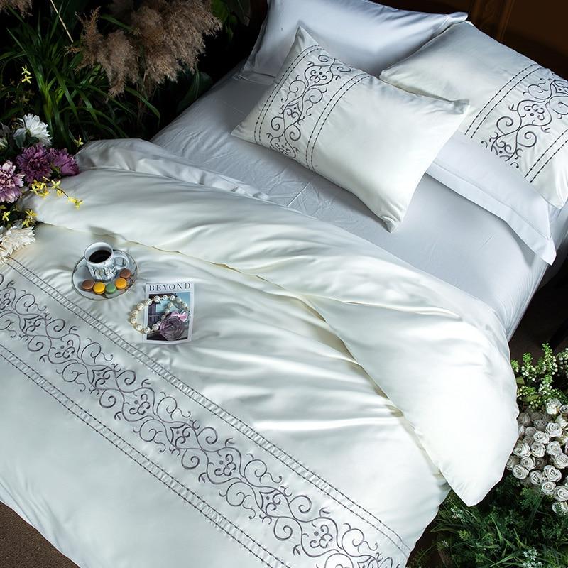 ホワイトシルバーピンク綿模倣シルク寝具セット高級クイーン、キングサイズのベッドセットシーツリネン刺繍布団カバーセット  グループ上の ホーム&ガーデン からの 寝具セット の中 1