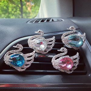 Crystal Swan air conditioner outlet clip car perfume Aromatherapy clip interior decoration Ladies ' accessories decorativos