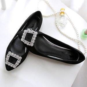 Image 5 - BEYARNE zapatos de ante a la moda para mujer, zapatillas femeninas de suela plana de gran tamaño, zapatos de ocio puntiagudos, cómodos para conducir