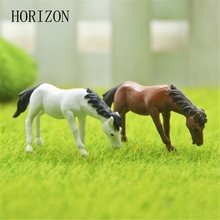2PCs set Horse family pack Simulation model Animals kids toys Mini Gnomes Moss Terrariums Resin Figurines
