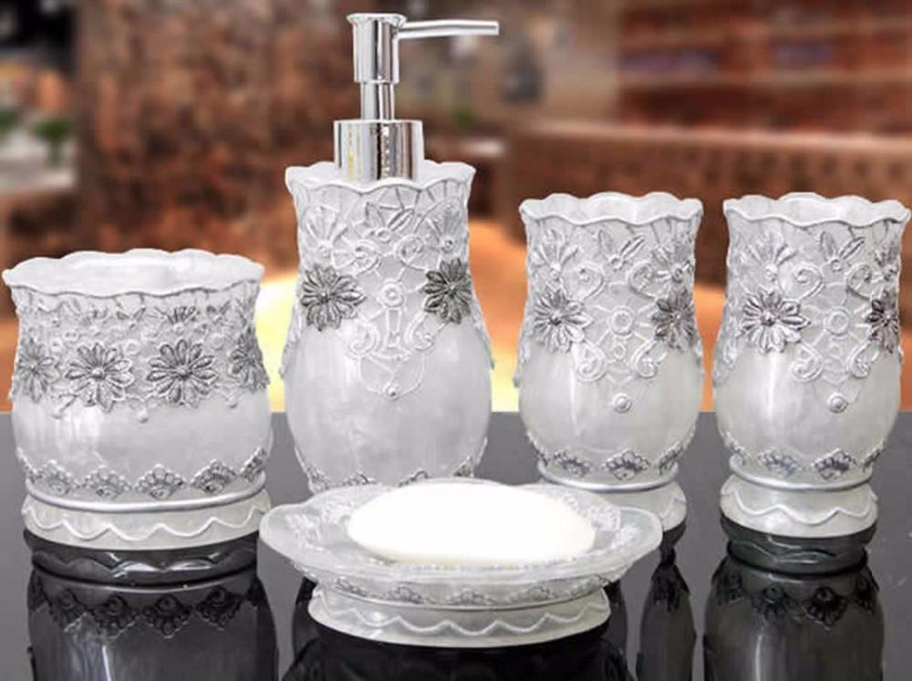 Aksesorë klasik për banjë me dantella 5 copë Vendosni mbajtësin - Mallra shtëpiake
