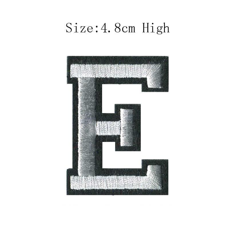 1 unidad de A-Z, letras del alfabeto inglés blanco y negro, parche para coser sobre bagde, bordado mezclado, para planchar, para ropa, bolsa de pantalón (48MM de altura)