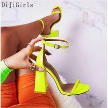 نيون الأصفر الصنادل الأحذية النسائية Strappy المفتوحة تو مضخات الصيف رقيقة حزام كعب مربع مأدبة الصنادل الإناث ملهى ليلي عالية الكعب