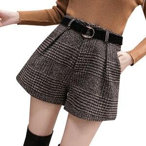 Image 5 - 2020 Mới Thu Len Mùa Đông Quần Short Nữ Hàn Quốc Cao Cấp Kẻ Sọc Ống Rộng Quần Short Femme Dáng Rộng Giày Quần Short