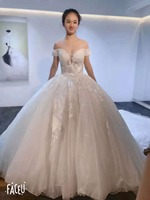 New Goegeous Off the Shoulder Wedding Dresses Ball Gown Lace Up Back Long Train Tulle Bridal Gowns V neck