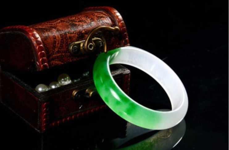Gorący bubel piękne Fine Jewelry naturalne ręcznie rzeźbione zielony jaspis kwiaty i wazon wisiorek naszyjnik darmowa wysyłka