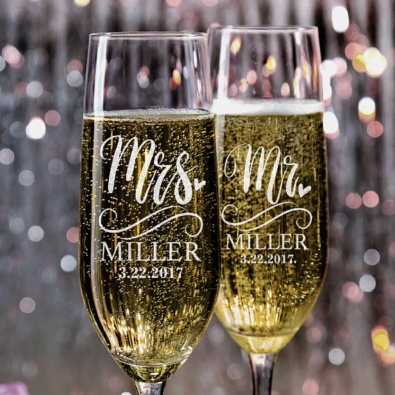 Set of 2 Mr. Mrs. Wedding Champagne Flutes Personalized Champagne Flute Wedding Favors Custom Bride and Groom Champagne Glass