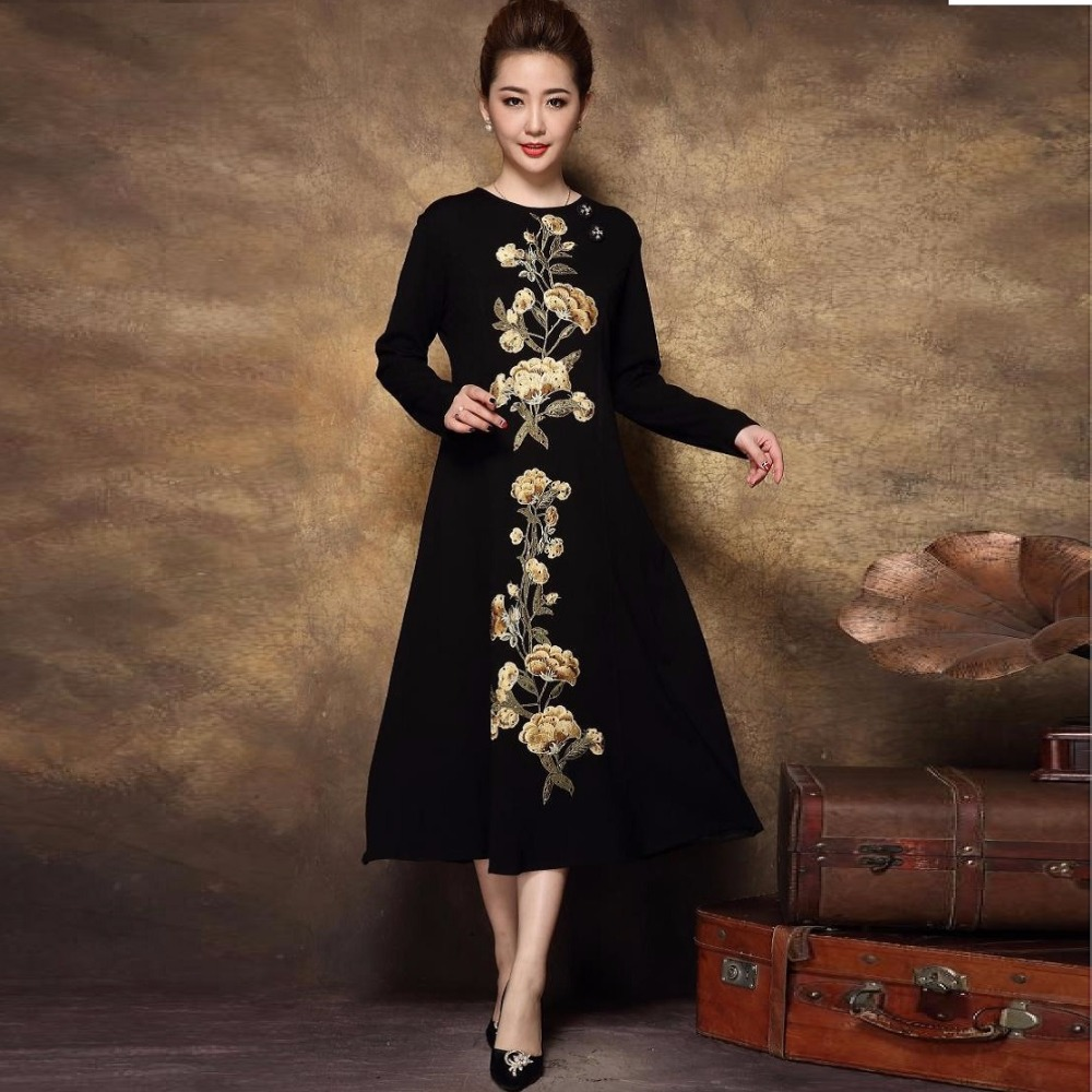2017 Autumn women Vintage floral embroidery knitted long dress middle age ladies elegant dress plus size