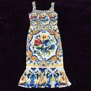 Image 5 - ספגטי רצועת שמלת 2018 יוקרה כחול ולבן פורצלן הדפסה מקרית חצוצרת נדן אמצע עגל כיכר צווארון חדש הגעה שמלה