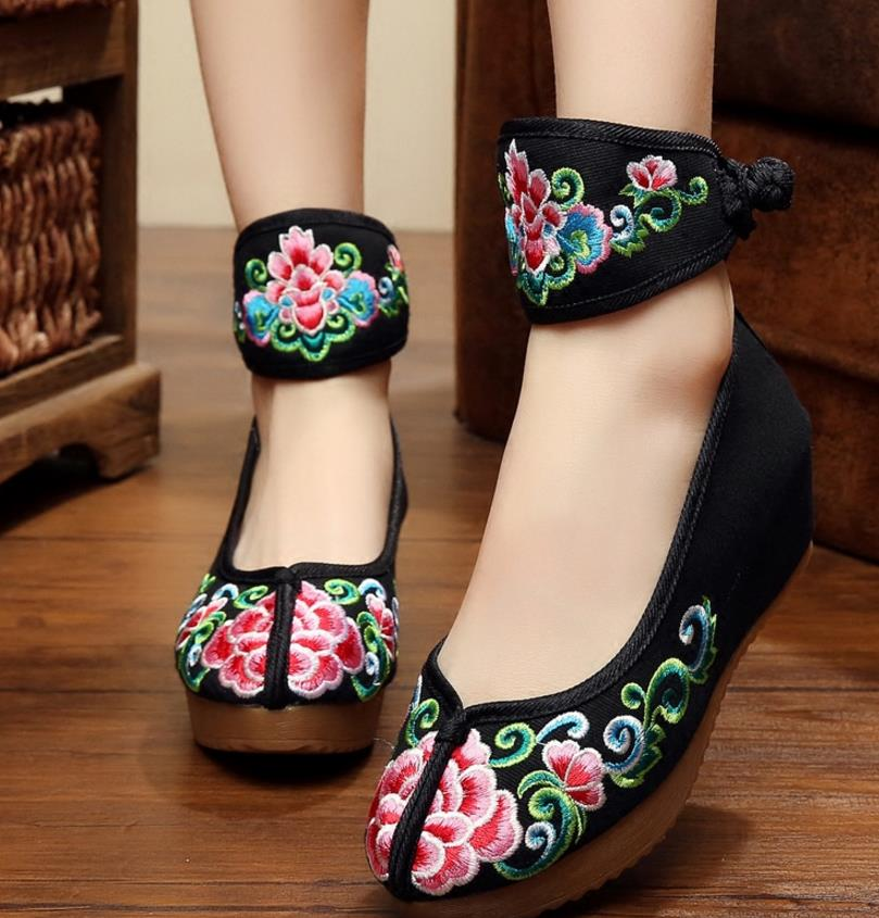 2018 autumn new cloth shoes old Beijing women's shoes embroidered shoes national wind tendon bottom vintage women's shoes vintage pumps spring autumn old beijing embroidery cloth shoes fairy girl embroidered national han chinese women s shoes
