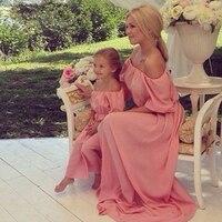 Одинаковая одежда для мамы и дочки, шифоновое платье с короткими рукавами, летнее однотонное платье без бретелек, сексуальное платье с открытыми плечами, семейный образ для девочек