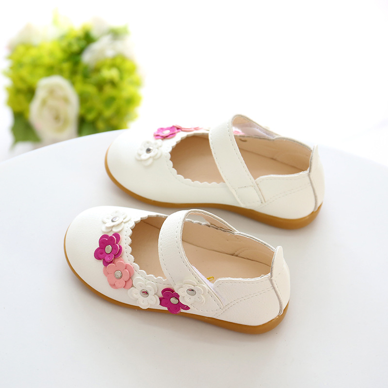 Kids girls princess shoes summer baby toddler girls white sandals pu kids girls princess shoes summer baby toddler girls white sandals pu leather flowers children fashion flat casual soft bottom in sandals from mother kids mightylinksfo