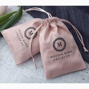 Image 5 - 100 Gepersonaliseerde Logo Print Koord Tassen Custom Sieraden Verpakking Pouches Chic Wedding Favor Tassen Roze Flanel Cosmetische Zakken