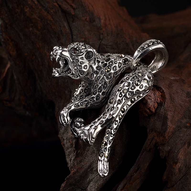 S925   silver vintage Thai silver Mark Sai stone inlay cheetah pendant personality mighty mans silver pendantS925   silver vintage Thai silver Mark Sai stone inlay cheetah pendant personality mighty mans silver pendant
