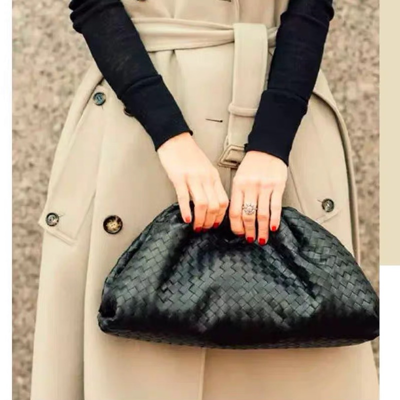 The Pouch Real Leather Woven Envelope Bag Knitting Luxury Women Bags Design Voluminous Rounded Shape Purses