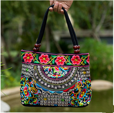 2017 New Fashion  Women' handbag!New nice Embroidered Lady bags national trend handbag embroidered embroidery Lady carry bag national trend women handmade faced flower embroidered canvas embroidery ethnic bags handbag wml99