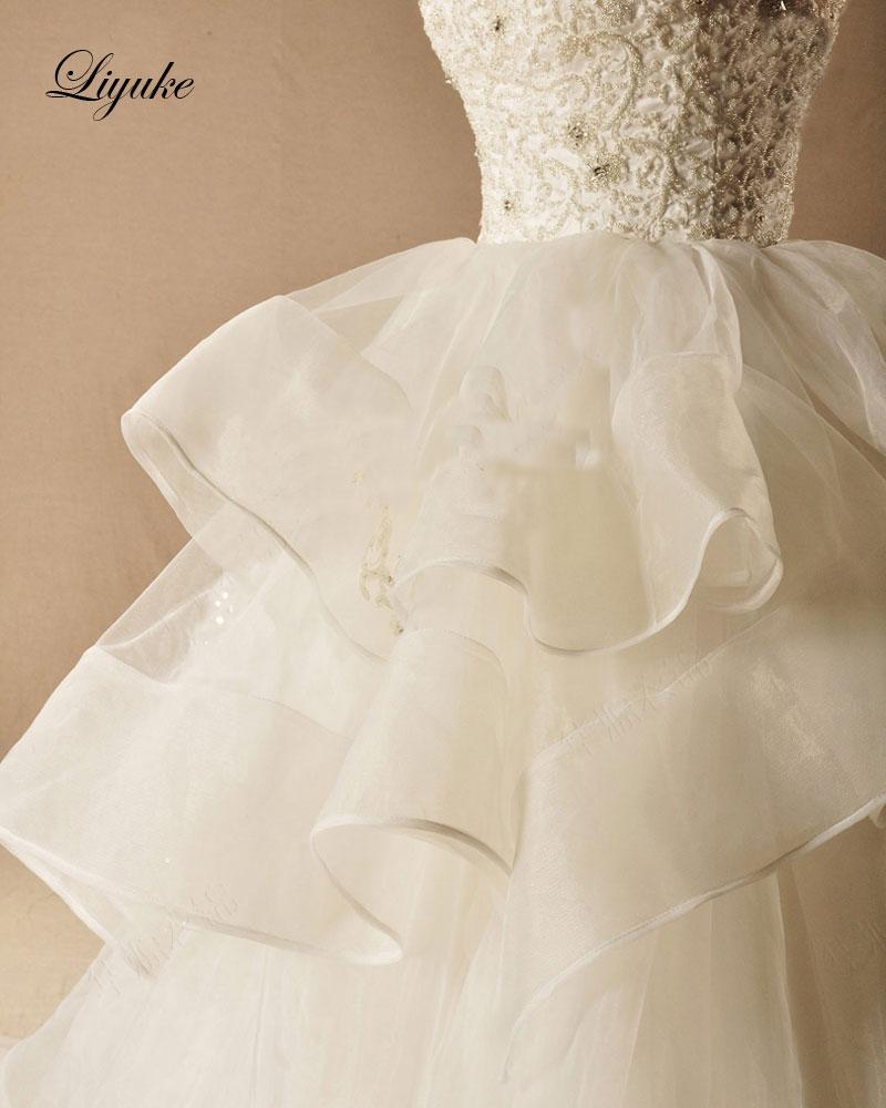 Kleid Zug Braut Perlen 7