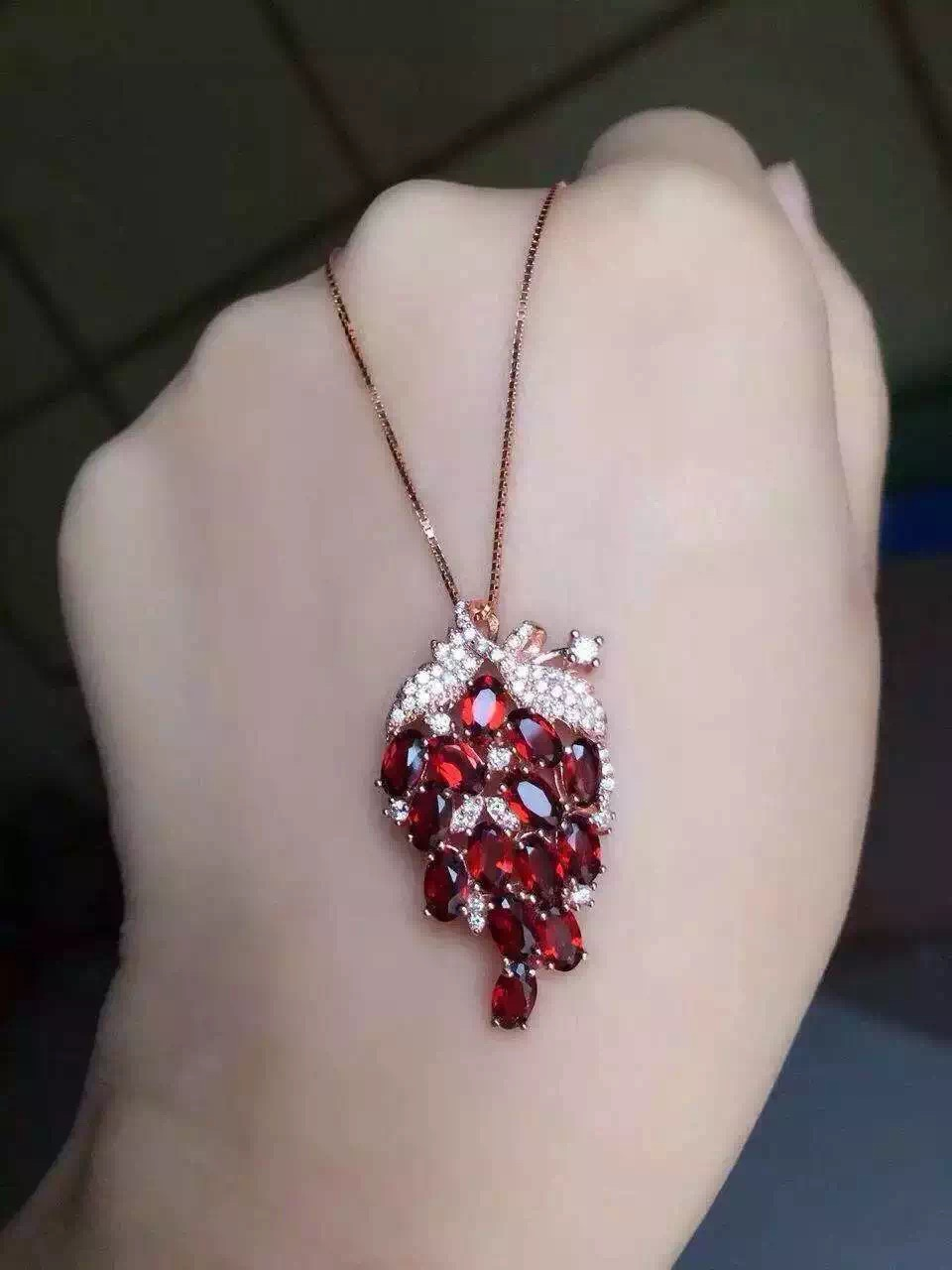 Natural Red Garnet Stone Pendant S925 Silver Natural Gemstone Pendant Necklace Trendy Luxury Grape String Women