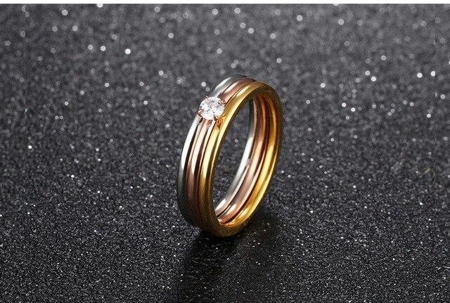 Фото модные кольца для женщин с фианитом 4 мм простые креативные