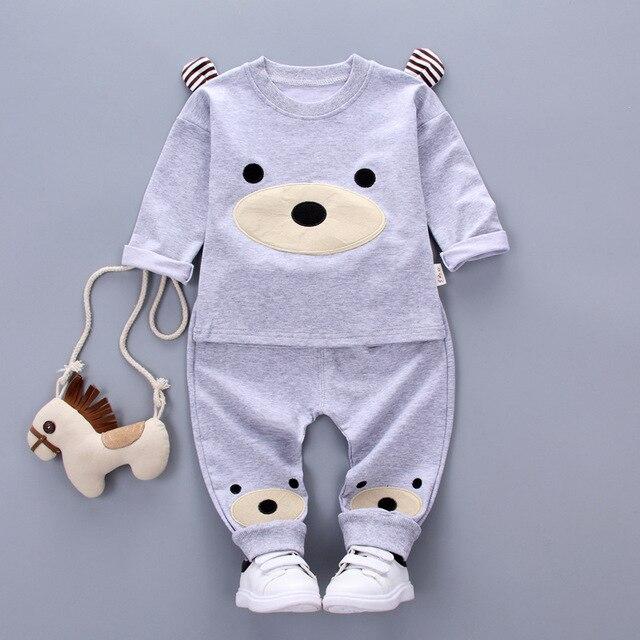 Autunno Del Bambino del Fumetto Dell orso Pullover Felpe con cappuccio + Pantaloni  Abbigliamento Bambini 7cb172af27b