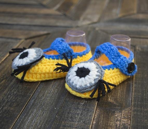 Baby hand crochet little minion shoes crochet baby minion shoes yellow and blue baby shoes
