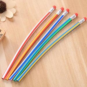 Image 5 - Lote de 60 unidades de pluma Flexible Deformable de colores, venta al por mayor, Regalo de Promoción lápiz, premio de regalo kawaii para estudiantes