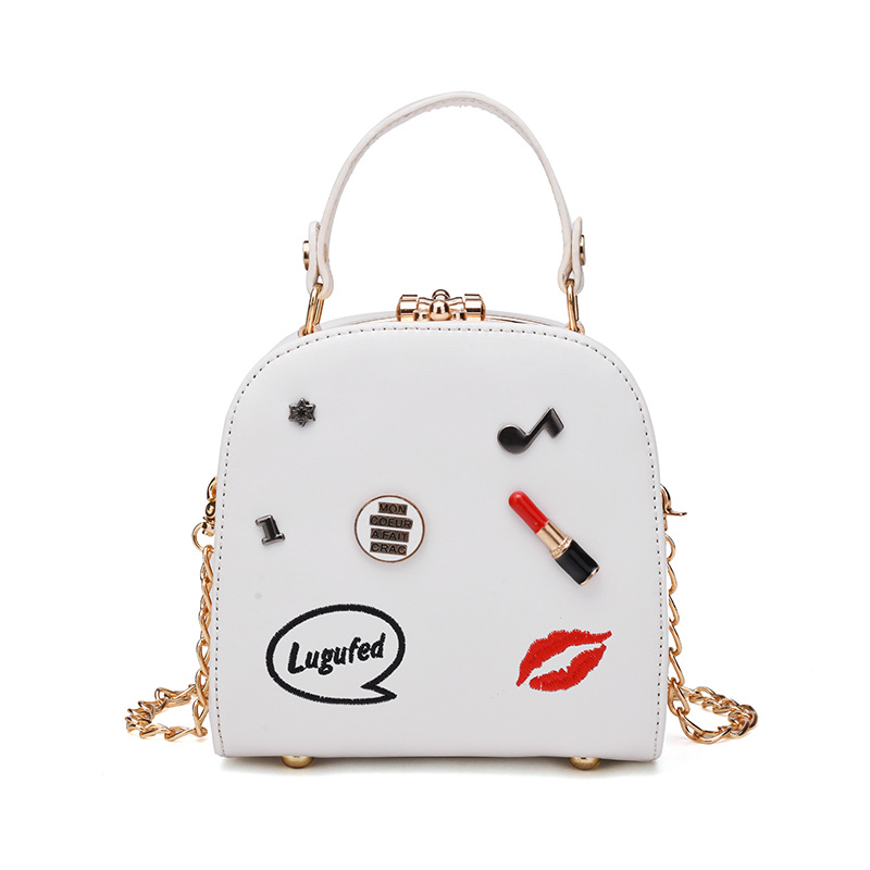 In the summer of 2017 the new Chaohan version of Baiji oblique bag chain single-shoulder portable lipstick bag 5
