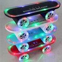 2017 El Más Nuevo regalo de Navidad Del Monopatín scooter Móvil Altavoz Bluetooth Inalámbrico de Audio Mini Altavoces Portátiles con Luz Led
