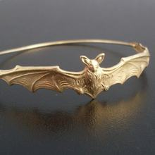 Gold/silver Color Bat Bangle Bracelet Gift for Friend Fashion Beautiful Halloween Jewelry YPQ0125(China)