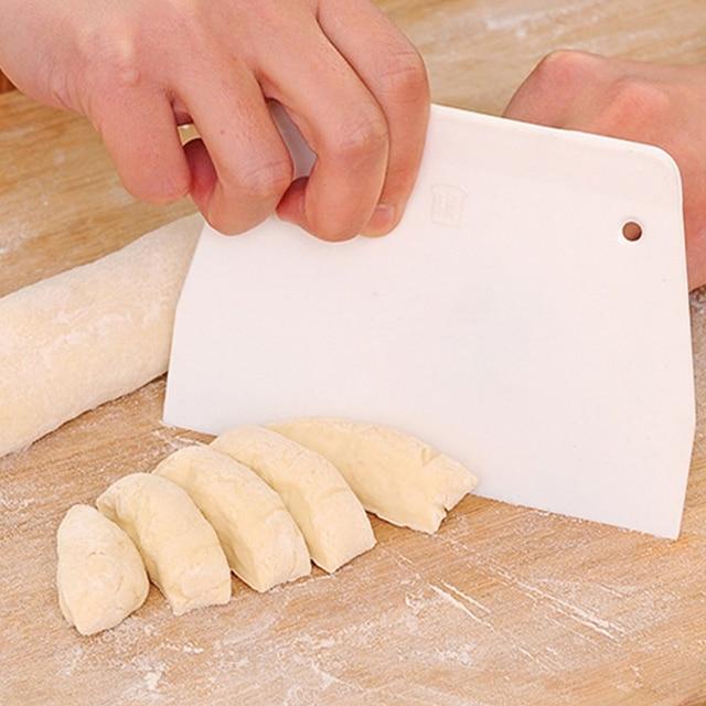 1 pz di Cottura Taglierina Raschietto Burro Coltello di Plastica Torta di Pasta