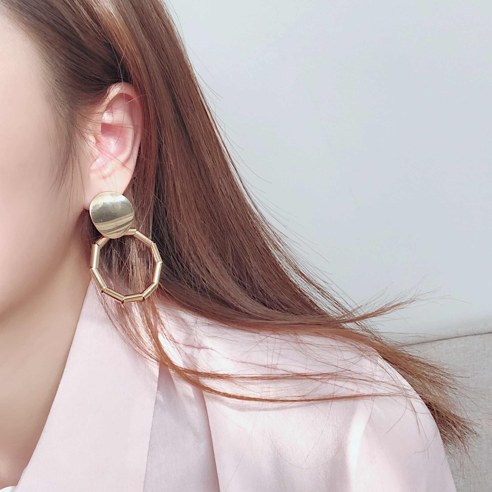 ビッグゴールド文のイヤリング金属トレンディ高級ファッション女性 Jewlery トップデザインヴィンテージイヤリングイヤリング