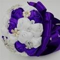 Rose de seda satén blanco artificiales accesorios de la boda dama de honor del grano de la perla de la cinta bridal bouquet purple crystal wedding bouquets