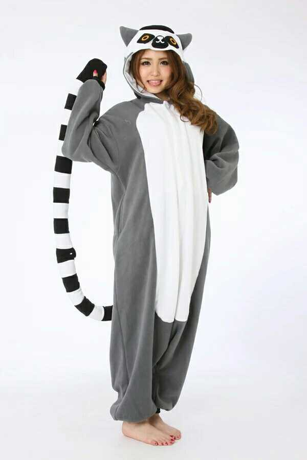 Madagascar ring-tailed lemur stage plays the long-tailed monkey cartoon conjoined pajamas home