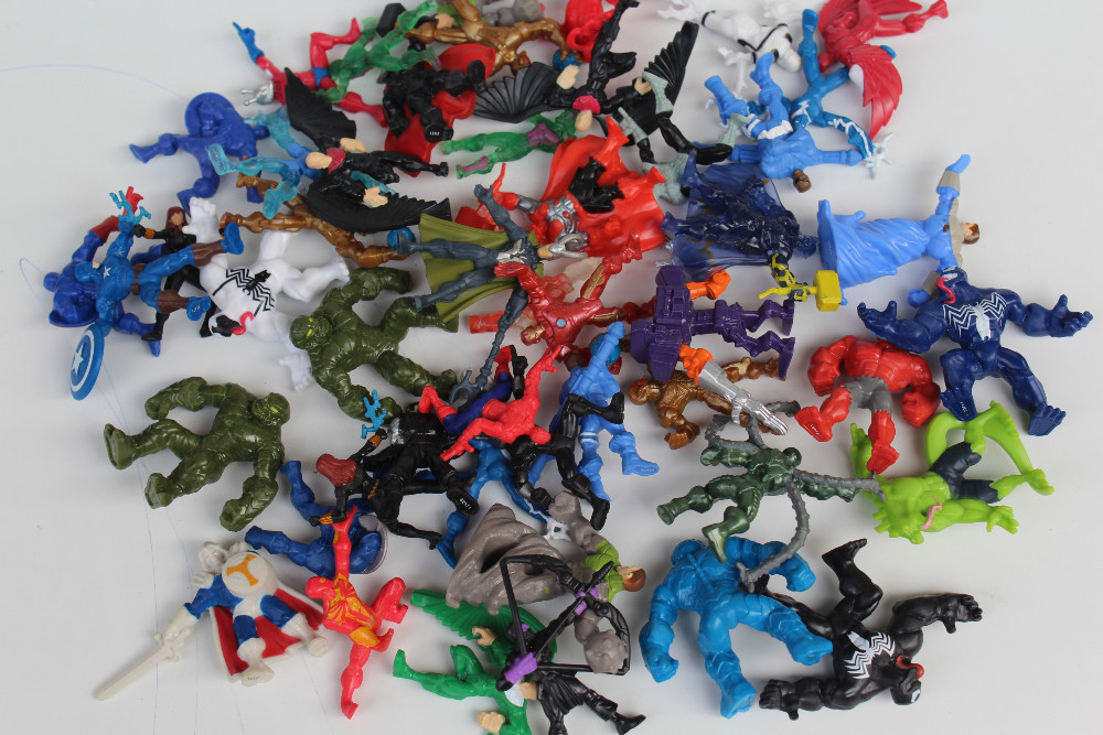00pcs/lot super heros pvc figures action toy random mixed many styles