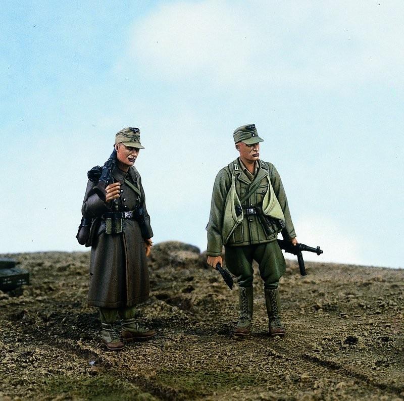 1:35  Africa Korps MG Gunner & Sapper