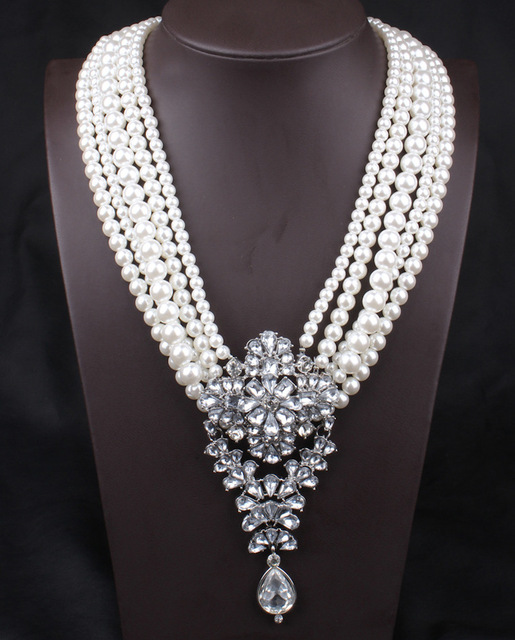 Marca de lujo de Múltiples Capas Exagerado Collar de Cristal Blanco Perla Colgante Collar Collar Punky Declaración Mujeres Joyería de La Boda