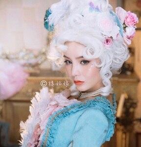 Image 1 - Marie Antoinette Принцесса средний вьющиеся волосы косплей парики + парик шапочка (без головной убор)
