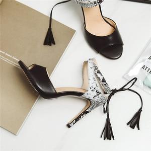 Image 5 - 플러스 사이즈 48 브랜드 캐주얼 여성 샌들 여름 2019 핫 앵클 스트랩 하이힐 샌들 화이트 블랙 숙녀 웨딩 파티 신발