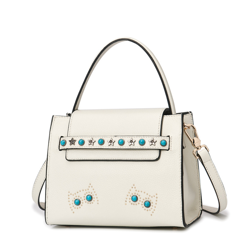 The first layer of leather leather bag in autumn 2017 new low Shoulder Messenger hand rivet