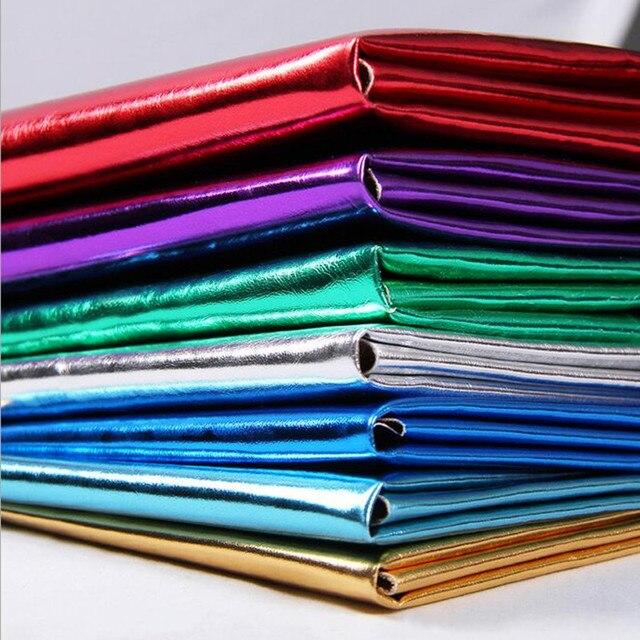 Falso de Metal Dourado Ransferência Coatiing Tecidos De Couro PU Brilho Hairpin Pele Roupas de Couro Artificial Decorativo 96*140 cm